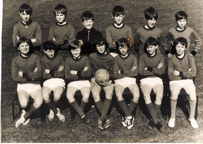 Monk's Hill High School football team, 1970-71. I'm the short-arse in the back line, far right. Strange but true that less than 2 years later I grew in height to become one of the tallest in the team - click image to enlarge